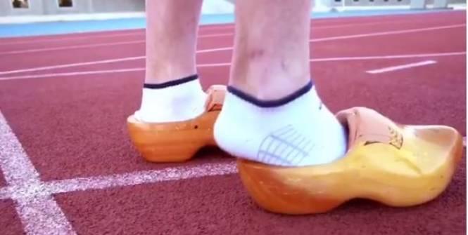 El Jugador De Rugbi Drew Mitchell Aconsegueix El Rècord Del Món Dels 100m… Amb Esclops!