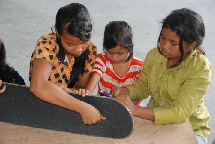 girls_board_assembly_workshop_1