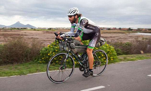 Mark Beaumont, dalt de la bicicleta