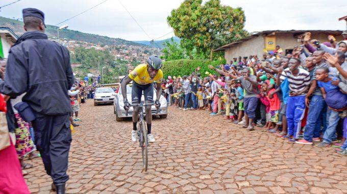 El Tour De Ruanda, La Joia Del Ciclisme Africà Aquests Dies Es Disputa Una Prova Esportiva Amb Milers D'aficionats