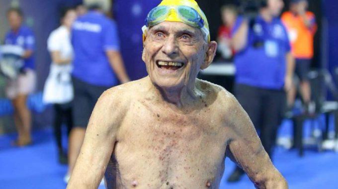 Dos Rècords Mundials Camí Dels 100 Anys L'australià George Corones Brilla A La Piscina