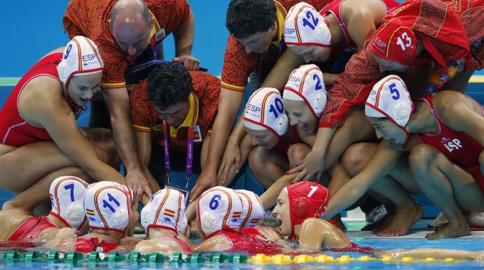 Preolímpic Enverinat Per Les Noies Del Waterpolo
