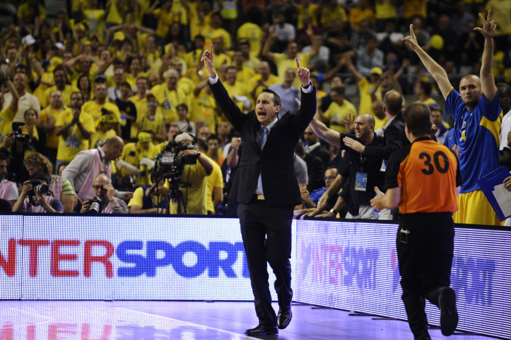 BARCELONA, SPAIN - MAY 06: Head coach of Maccabi Electra Tel Aviv David Blatt celebrates during the Turkish Airlines EuroLeague Final Four Semi Final between Maccabi Electra Tel Aviv and Real Madrid at the Palau Sant Jordi on May 6, 2011 in Barcelona, Spain. Maccabi Electra Tel Aviv won 82-63. (Photo by David Ramos/Getty Images)