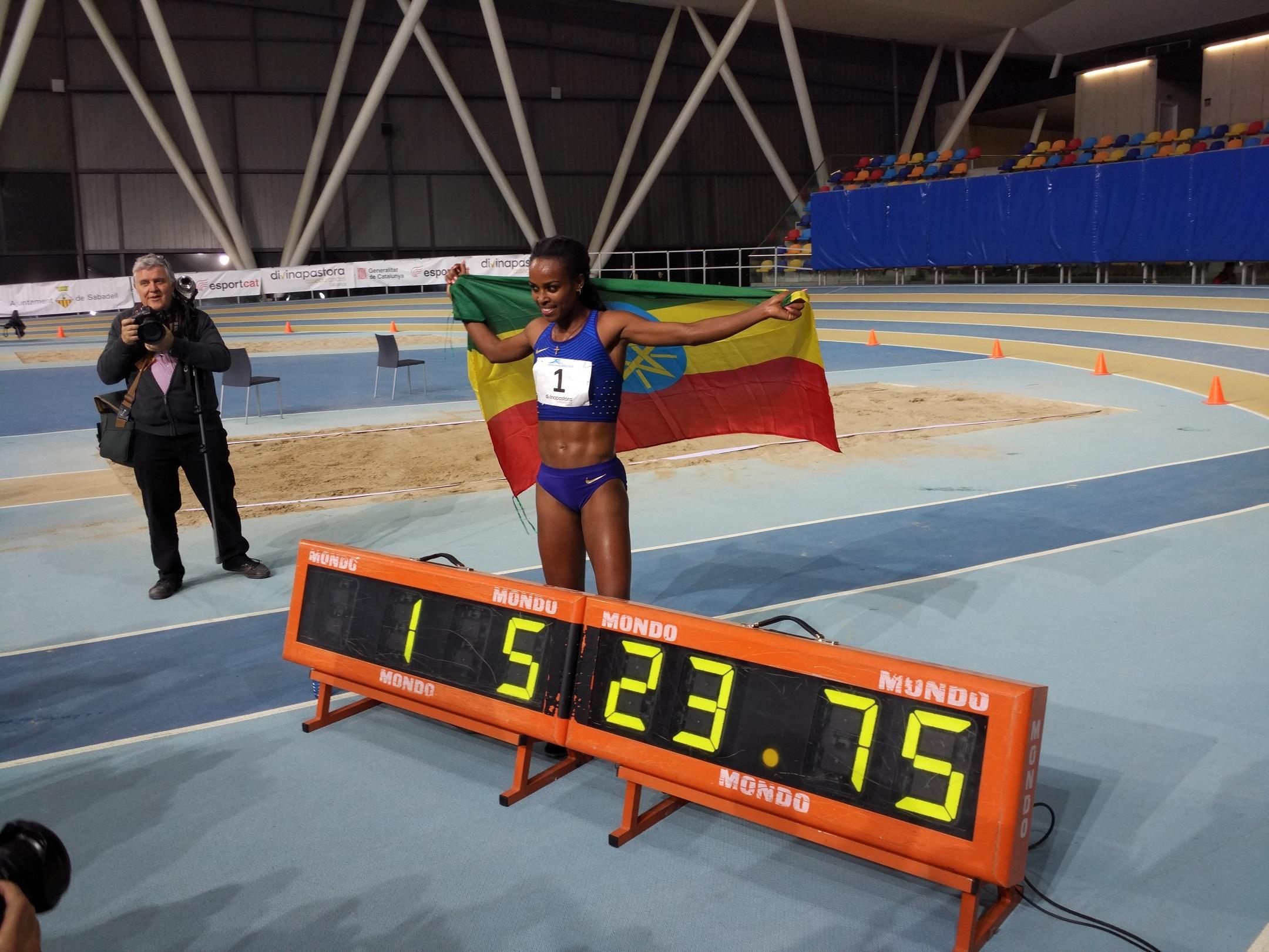 Genzebe Dibaba Bat El Rècord Mundial Dels 2.000 Metres A Sabadell