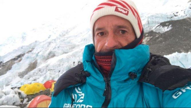 Ferran Latorre Fa El Cim De L'Everest I Completa Una Gesta Històrica Per A L'alpinisme Català