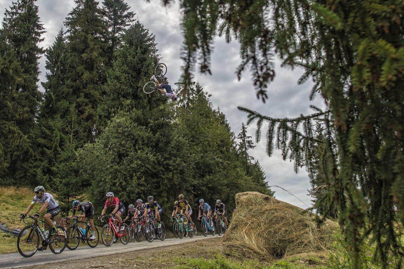 Espectacular Acrobàcia Sobre El Tour De Polònia