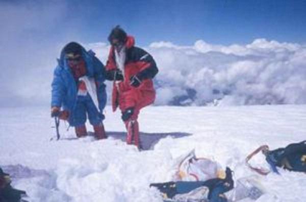 Magda Nos I Mònica Verge, Les Pioneres Dels 8.000 L'any 1989 Van Ascendir El Cho Oyu En Una Expedició Plena D'entrebancs