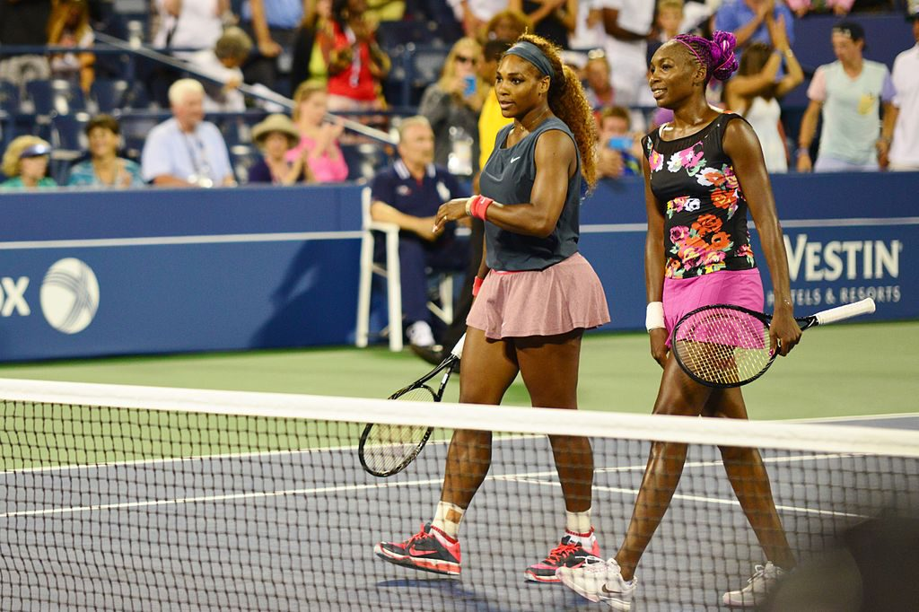 1024px-Serena_and_Venus_Williams_(9630777503)
