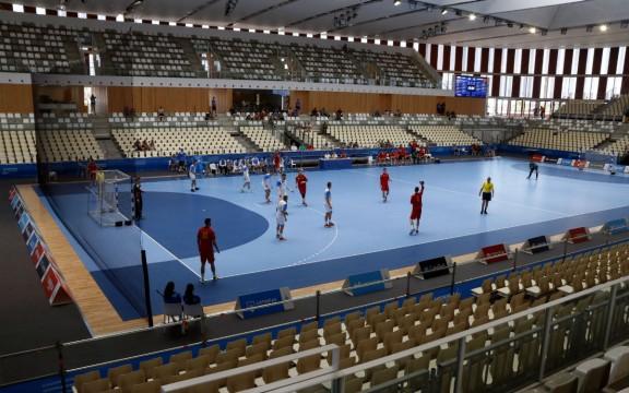 El Palau d'Esports, buit de públic, durant el partit d'handbol entre Eslovènia i Montenegro Foto: ACN