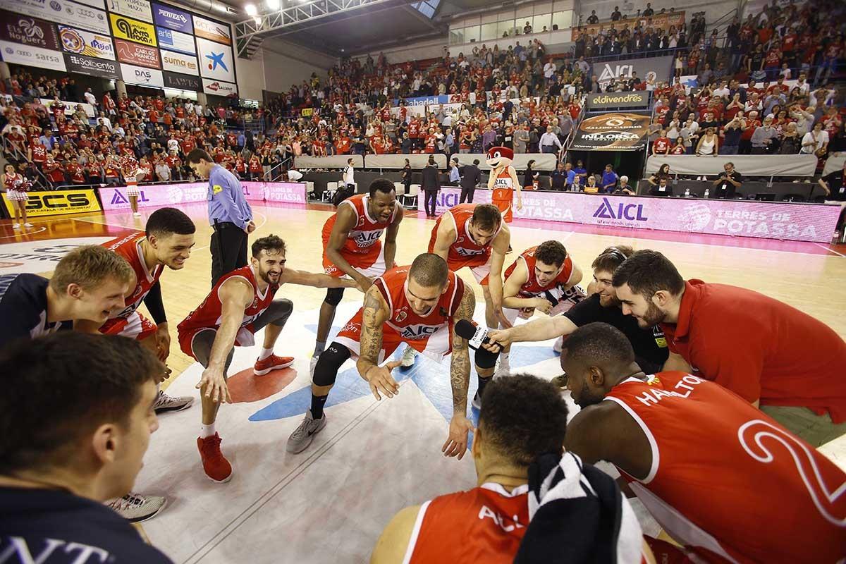 L'ICL Manresa Torna Amb Els Més Grans Del Bàsquet Els Bagencs Juguen El Millor Partit De La Temporada I Superen El Melilla Per Un Clar 97 A 67