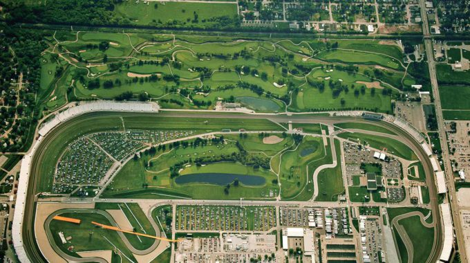 El Brickyard Crossing GC, La Pista Al Costat Del Camp De Golf.