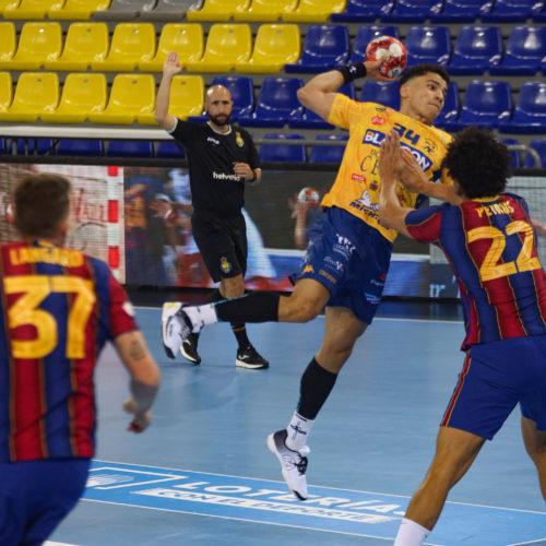 La Defensa De Thiagus Petrus, Clau Per Al FC Barcelona / @jordicosta1425